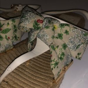 Tory Burch Penny logo sandals